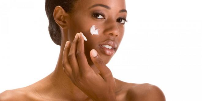 A woman moisturizing her skin naturally.